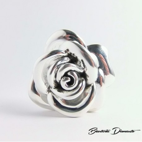 Piękny wisior w kształcie róży duży rozmiar