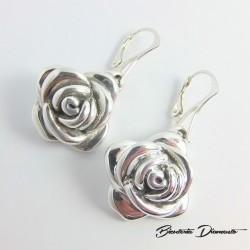 Srebrne kolczyki w kształcie różyczek