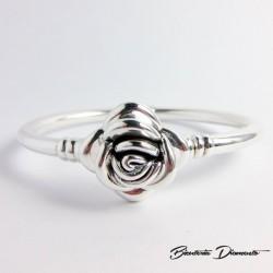Sztywna bransoleta srebrna z różą