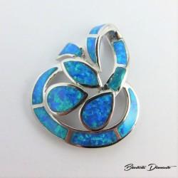Wisiorek srebrny z niebieskim opalem