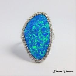 Srebrny pierścionek z pięknym opalem