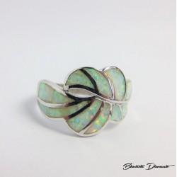 Mleczny opal. Pierścionek rozmiar 17