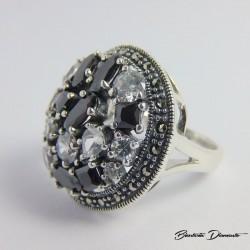 Pierścionek srebrny z czarnymi cyrkoniami