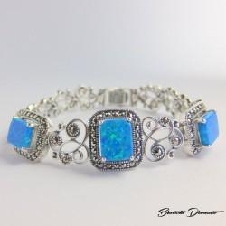 Bransoleta z markazytami i niebieskim opalem