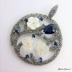 Srebrny wisior z kwiatkami Z112
