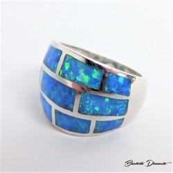 Szeroki pierścionek z mieniącym opalem