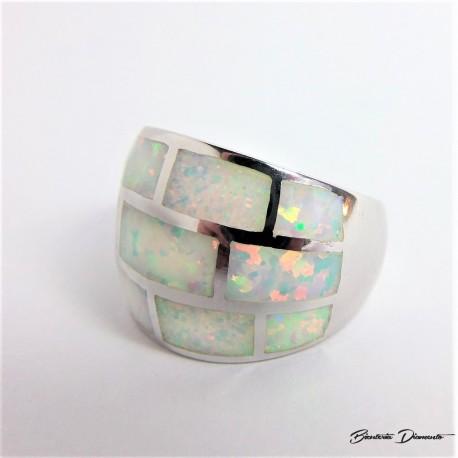 Jasny mieniący opal. Pierścionek P72